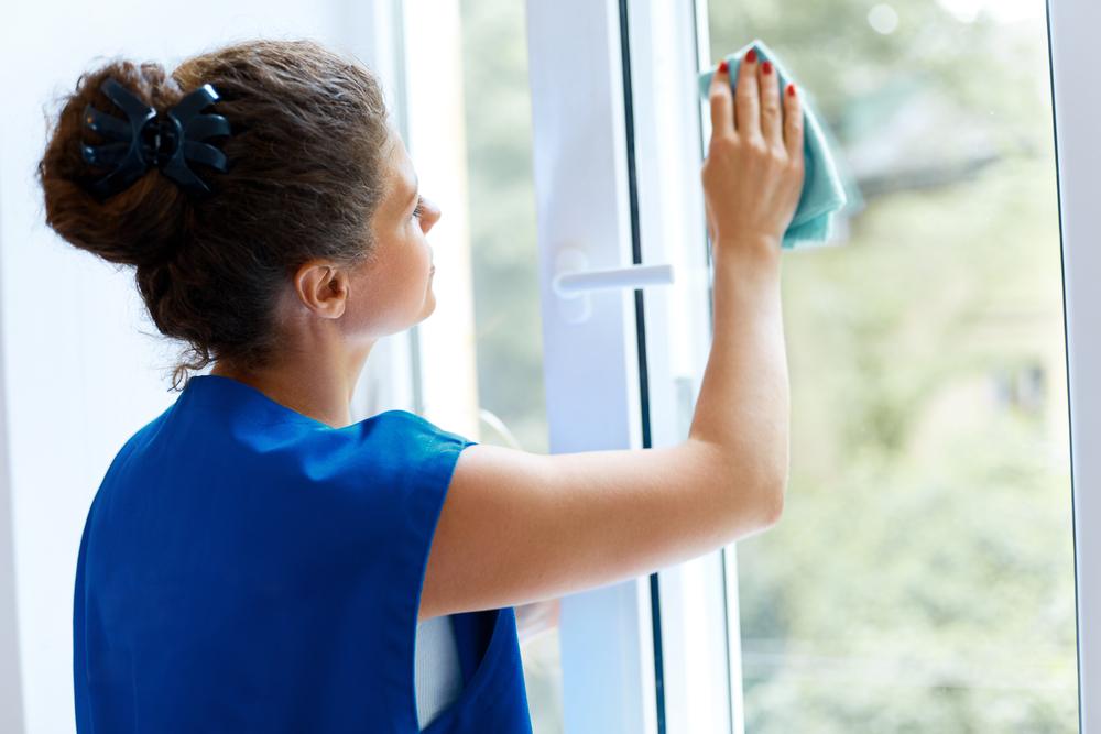 Trucs et astuces pour bien nettoyer les vitres